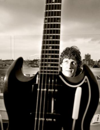 Anne Soldaat met zijn Gibson SG