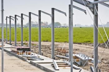 Aanbouw nieuwe stal bij boerderij Bedum